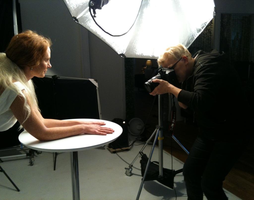 """Elisabeth Ohlson Wallin fotograferar omslaget till """"Mina fräknar"""""""