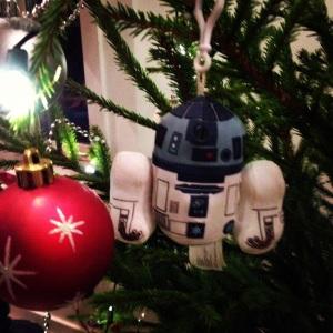Hemma hos oss har vi robotar i julgranen.
