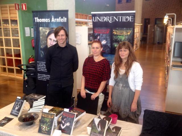 Jag, Anna Blixt och Helena Andersson vid vårt bord på Linköpings stadsbibliotek