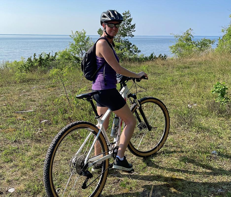 Caroline Möllesand cykla mountainbike på Ekerum